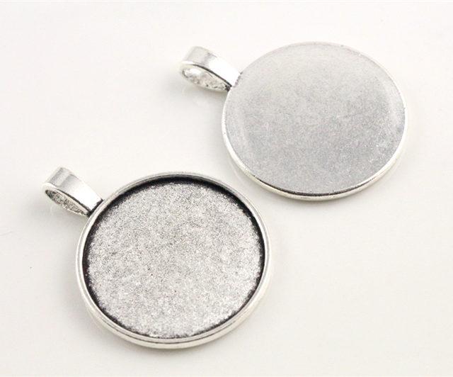Set of 10 Round Cabochon Necklace Pendant