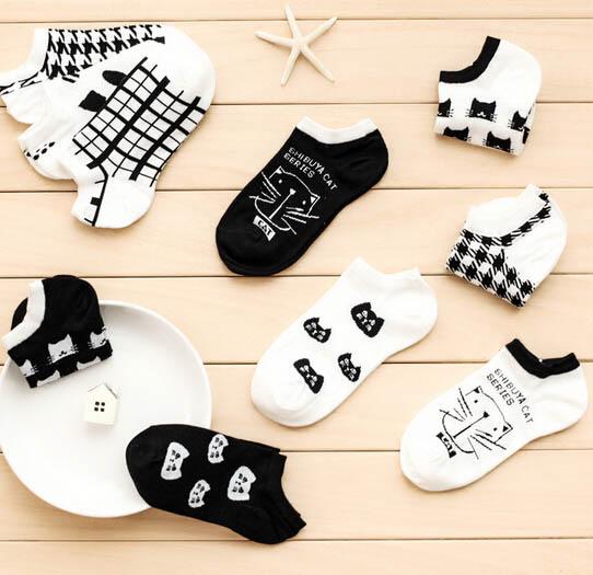 Women's Bamboo Socks with Cat Pattern