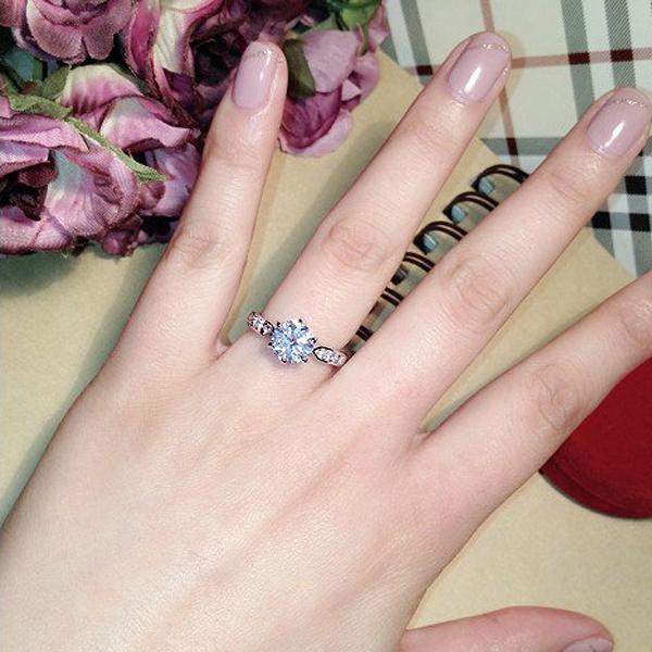 Cubic Zircon Elegant Design Ring for Women