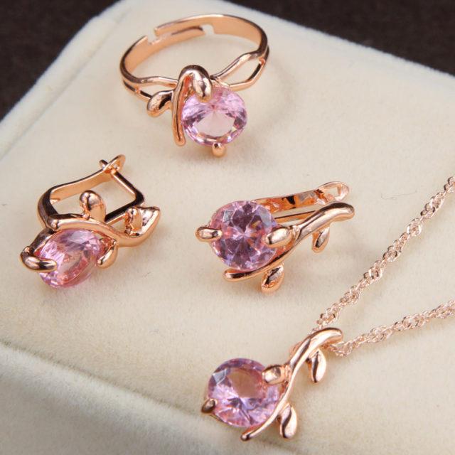 Woman's Elegant Crystals Jewellery Set
